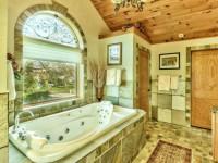Ванная в частном доме: оптимальные варианты применения и оформления красивых ванных комнат